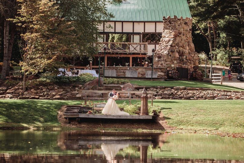 9e54a1acd8a23ea9 bride groom pond barn