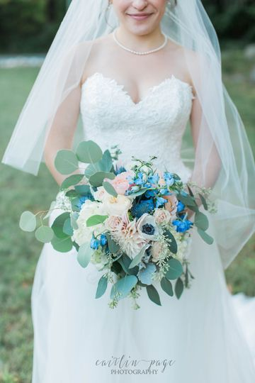 Allioops! Flowers & Gifts - Flowers - New London, NH - WeddingWire