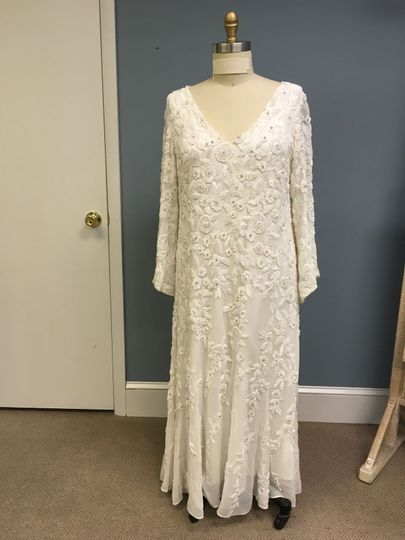 Sheath dress with wide sleeves
