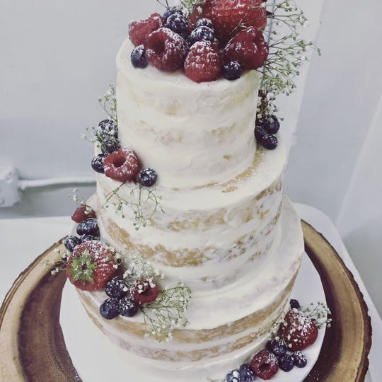 Semi-naked cake with fruit
