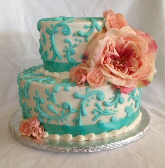 Buttercream frosted cake - $2.50 per serving ($2.75 for 5+ tiers)