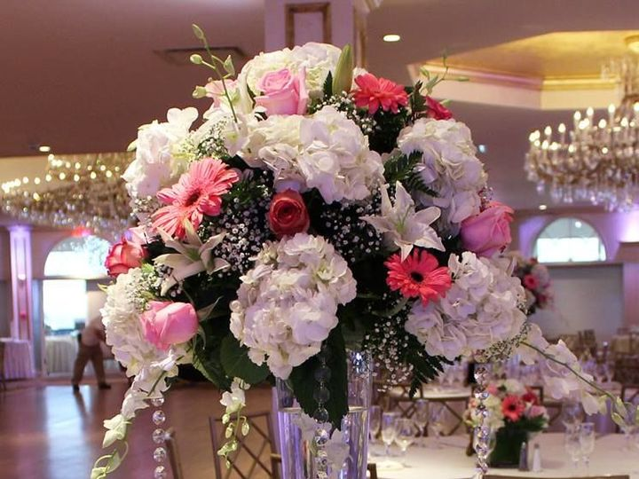 Tmx 1528827652 17fbd11e05336f50 1528827650 5d522c84d662602a 1528827652836 29 Tall New City wedding florist