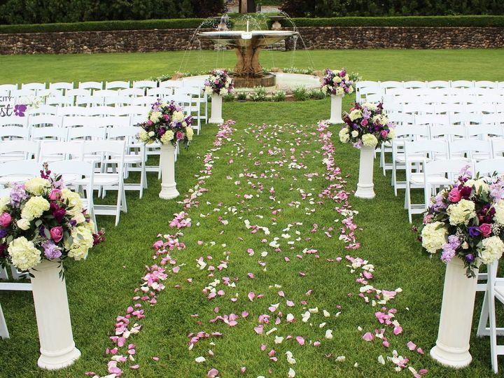 Tmx 1528828684 6c330ceb963c866d 1528828682 86a89d99eb144f2f 1528828684046 6 Eisle New City wedding florist