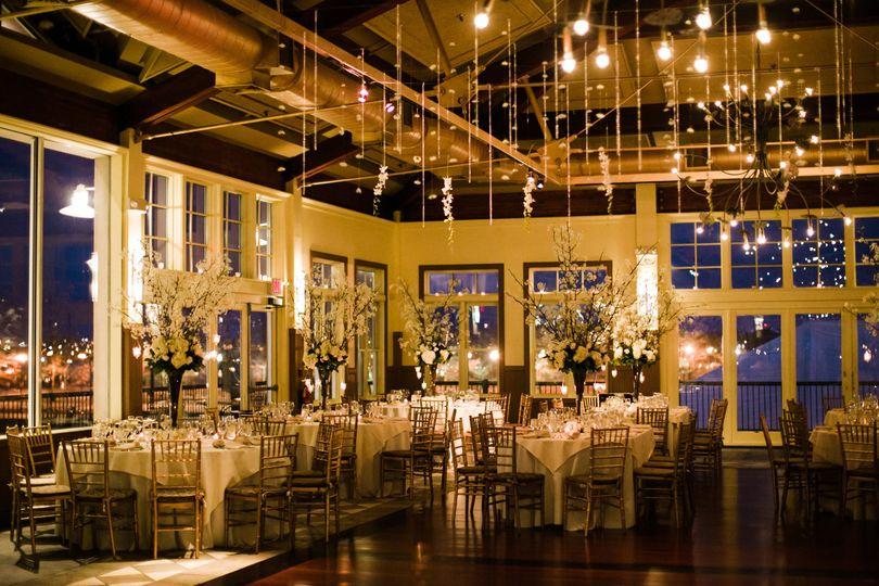 Gild table setting