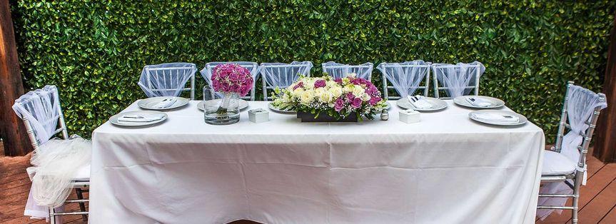 blue parrot weddings table