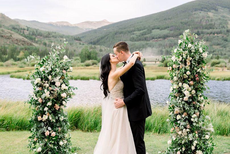 camp hale ceremony kiss floral wild 51 1004390 161376418828134