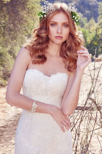 Aretha		This classic lace on tulle fit-and-flare features a soft scoop neckline. Scattered lace...