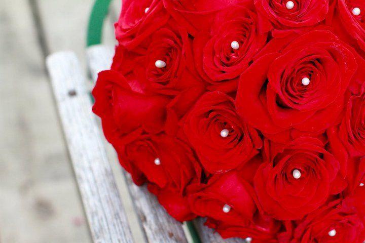 roseswihpearlpins