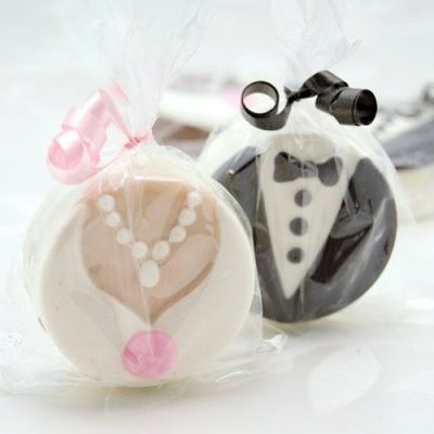 bride and groom chocolate covered oreo cookies 400