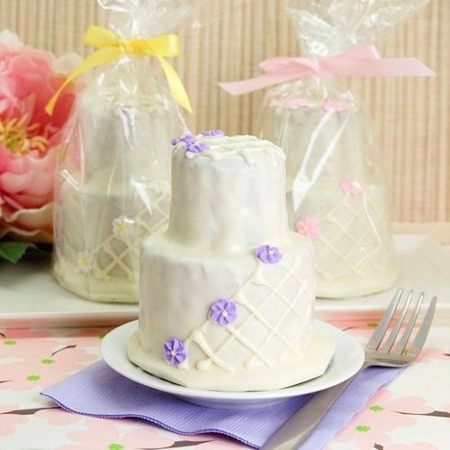 daisies design two tier mini cakes 500