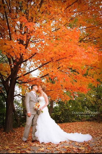 Kiss under autumn leaves