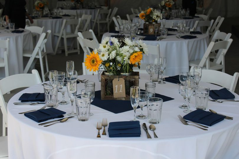 Table setting with blue decor
