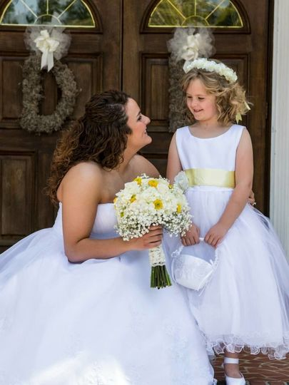 Love shots of the Bride with her flowergirl.