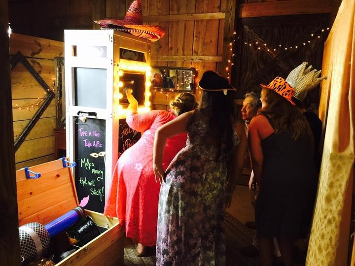9fff88babd4010f8 barn wedding
