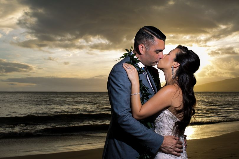 bride groom sunset portraits maui sugar beac