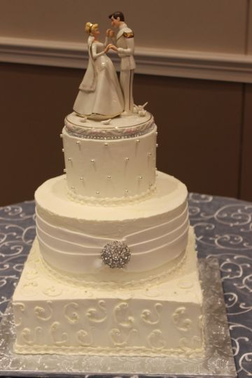 3-tier wedding cake with square base