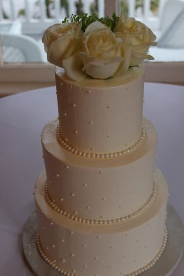 3-tier wedding cake with white roses