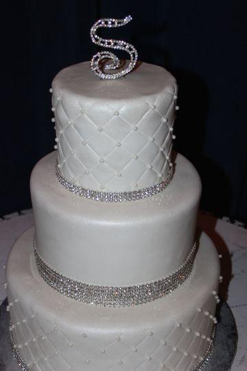 Classic 3-tier wedding cake