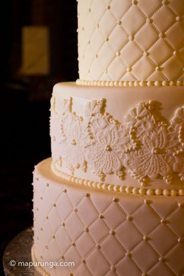 textured wedding cak