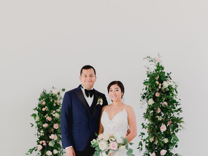 Tmx 0q1a4708 51 23790 157875164440733 Kalamazoo, MI wedding florist