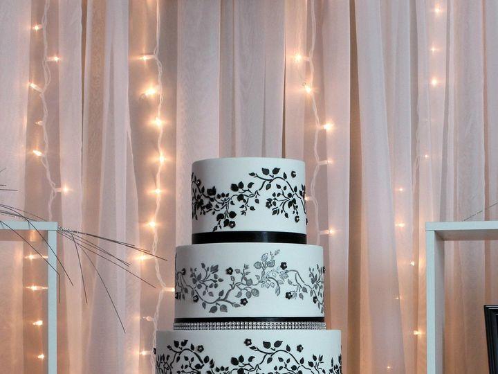 Tmx 1491182322185 Black White Wedding Cake Dickinson wedding cake