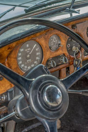 Italian walnut dashboard