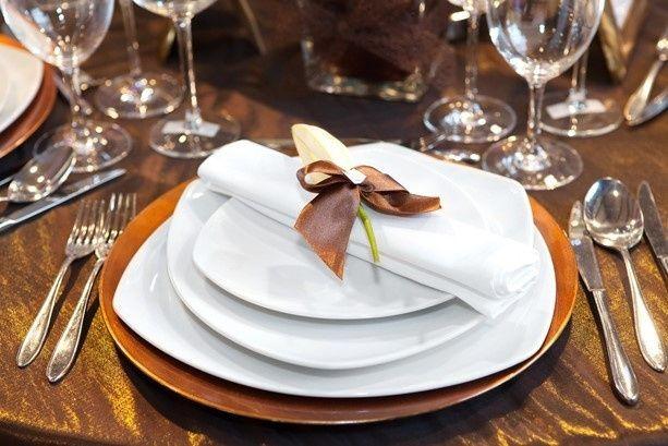 d9c519d85fc85529 elegant Seated Dinner plate setting