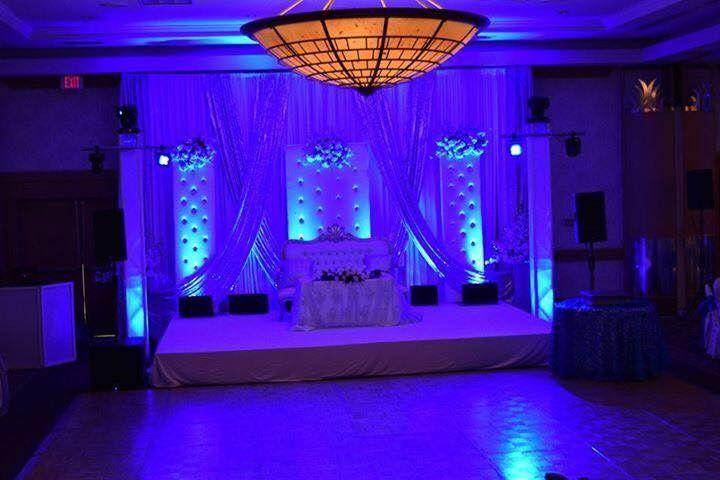 Dramatic lighting for wedding