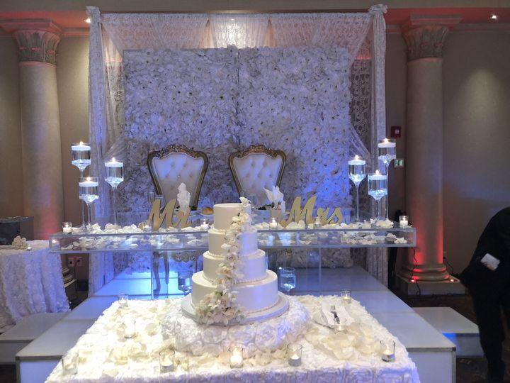Wedding head table and cake