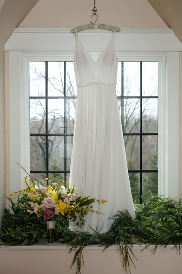 Wedding dress and floral details