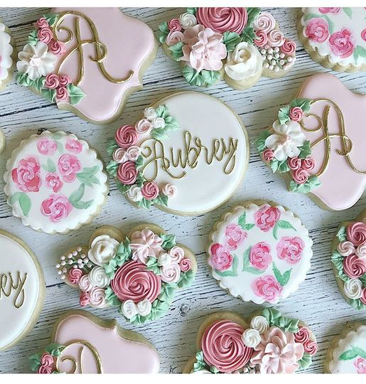Stunning sugar cookie favors and extra for dessert table! #partnered vendors = deals!