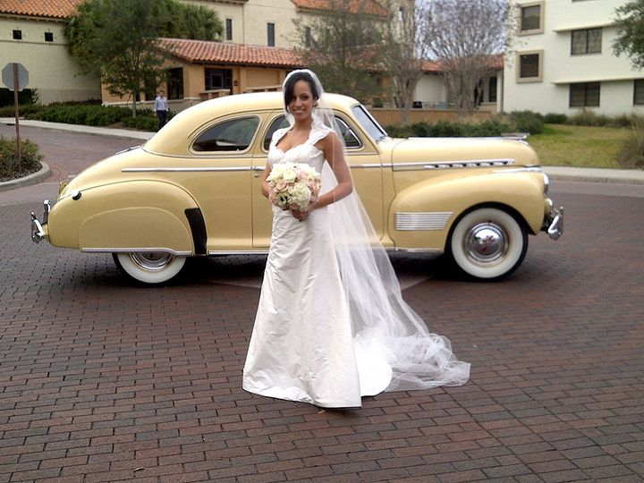 Tmx 1517418418 83cc1b0f329ba196 1517418415 A4d88c3983f99e6a 1517418408677 13 JennyCalvar2 Orlando wedding transportation