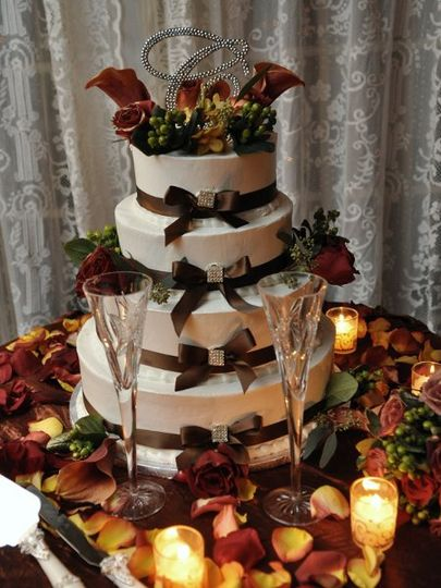 800x800 1302107761755 weddingcake