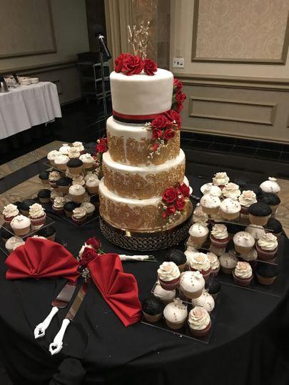 4 Tier Wedding Cake & Cupcake