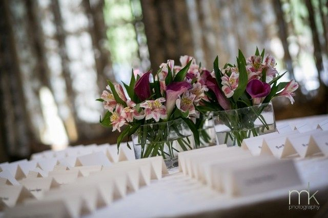 flowers placecard table