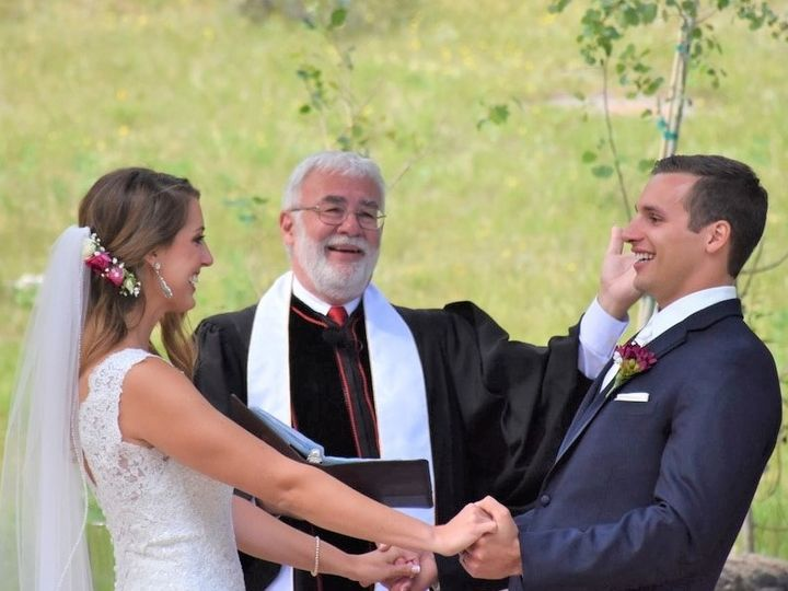 Tmx Scott Laughing Big 51 192201 1569960859 Loveland wedding officiant