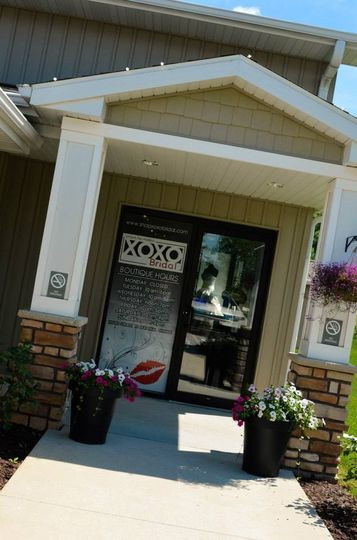 The entrance to XOXO Bridal is conveniently located on the right hand side of Bella Sala's building!