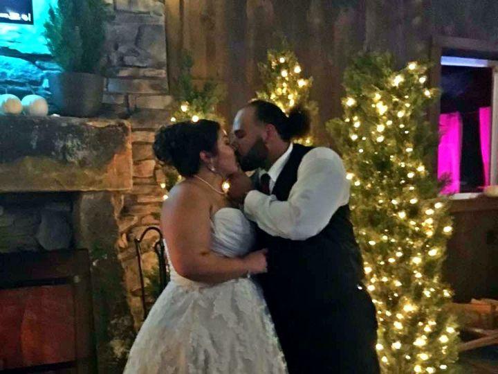 Tmx 1520364556 0ee1bc5809d1aa81 1520364504 4a55e8c215180dc4 1520364495857 10 Bridal Kissing Dover, OH wedding venue