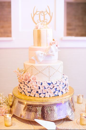 Textured base of the cake | Delaney Dobson Photography