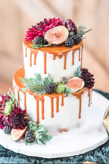 Dripping caramel cake | Renee Nicolo Photography