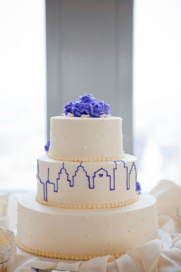 Purple outline design on wedding cake | Lindsay Docherty Photography