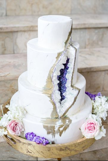 Slashed wedding cake | Andrea Krout Photography