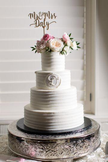 White wedding cake | Adrienne Matz Photography