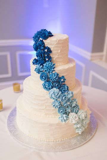 White cake with blue ascending flowers | Sarah McKary Photography