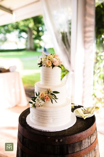 Three tier wedding cake | Tessa Marie Images