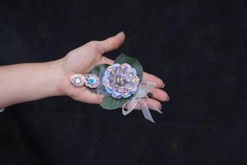 Boutonniere for paper bouquet