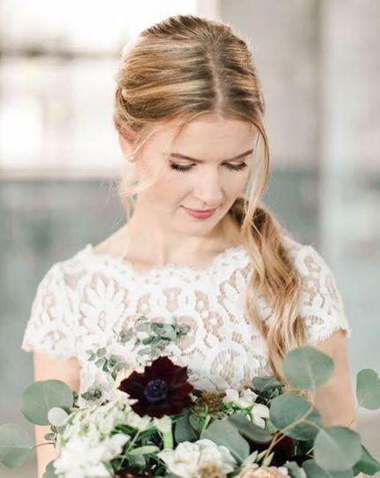Natural make up look| Photography: Natalie Broach | Flowers:  Verdure Florals