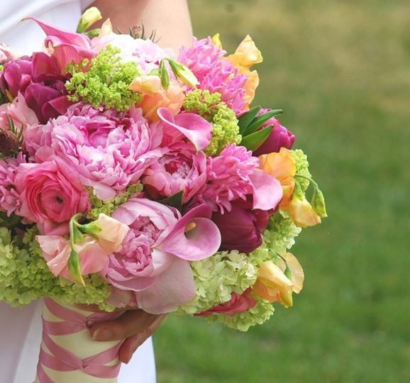 Bridal Bouquet with ribbon handle treatment