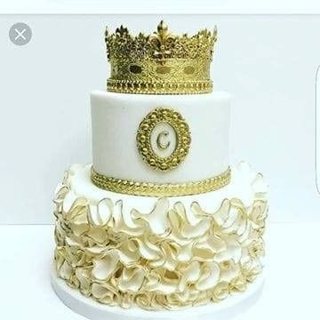 Regal cake decoration