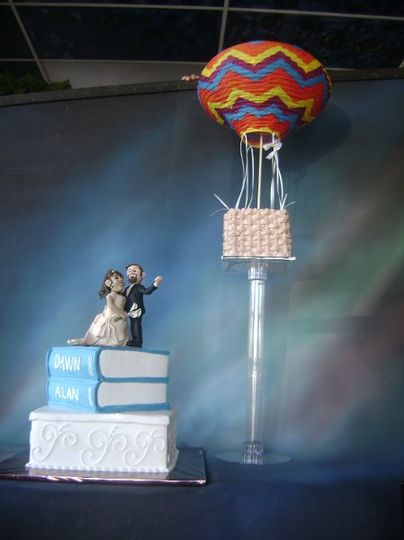 Hot air balloon wedding cake